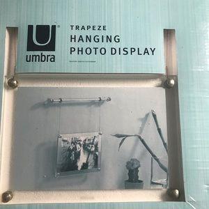 UMBRA Single Trapeze Hanging Photo Display 4X6
